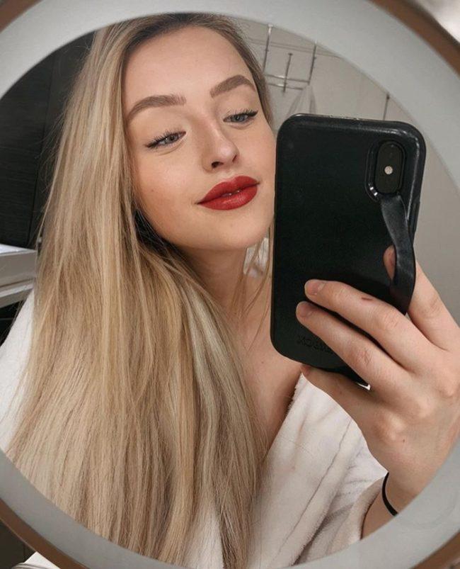 Alice Redlips фото в зеркале