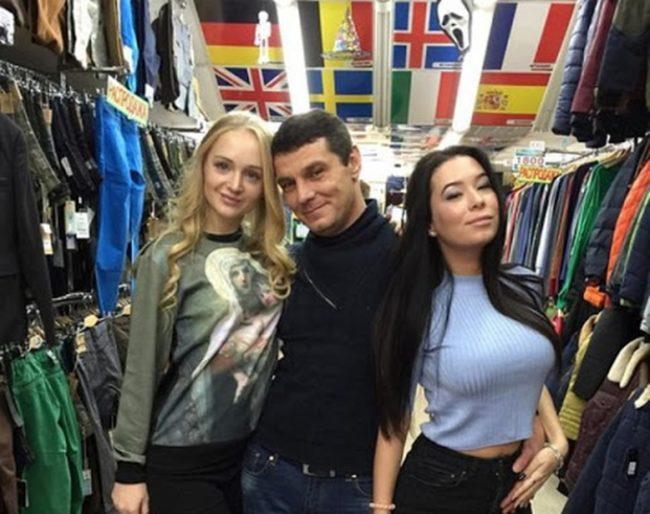 Дмитрий Солдатов с фанатками