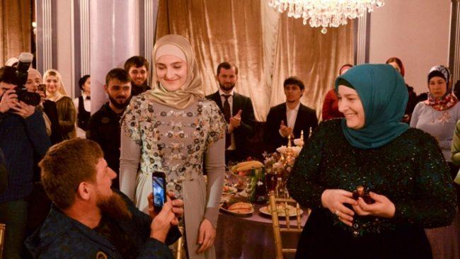 фатима хазуева с мужем и первой женой