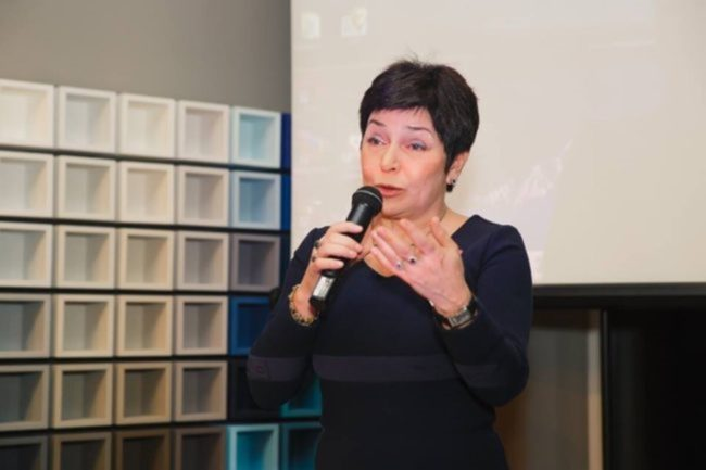 Наталья Барбье фото с микрофоном